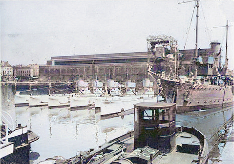 H Class boats in dock
