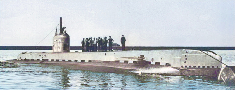 HMS Seraph 1944 converted to a fast ASW target. The pennant number on the fin means the photo was taken before 1946/47 when all pennant numbers were removed