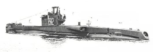 HMS Tabard P342 as she would have appeared when commissioned in 1946. The fully shielded gun can be seen as can the 'bandstand' gun platform. The amidships and stern external tube doors are open. The dustbin like object aft of the fin is the 138 ASDIC. No snort!
