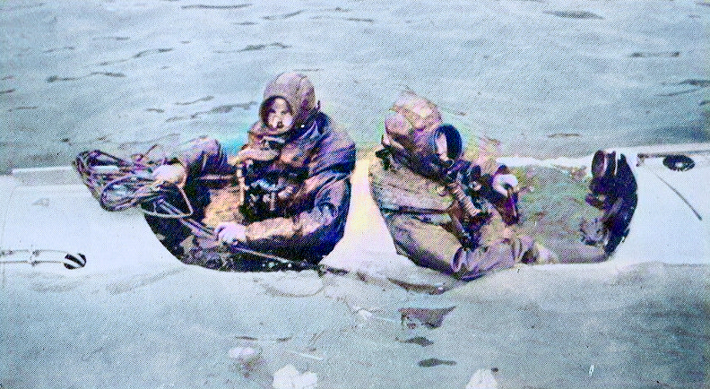 The two crew, who had to wear breathing apparatus (rebreathers), sat back-to-back